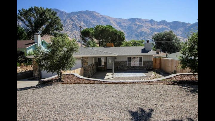 Walking distance to the river & downtown Kernville