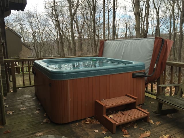 Private Hot Tub, Free Shuttle, and Large Space! - Champion - Szeregowiec
