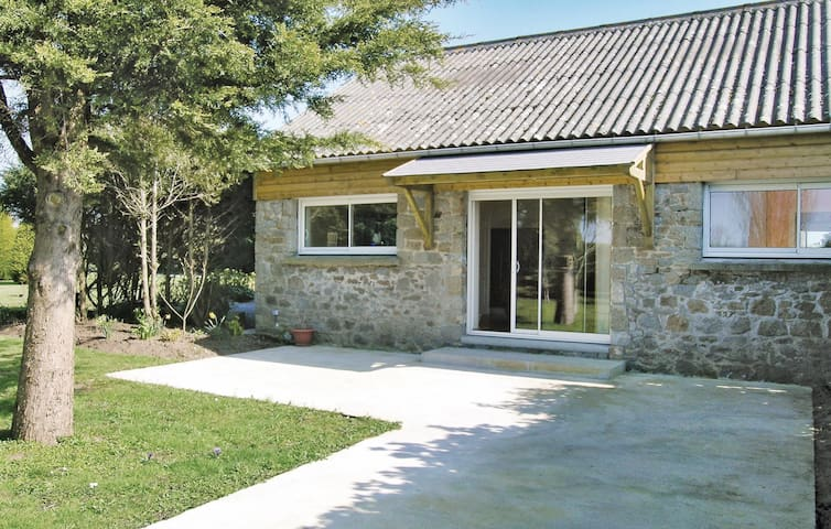 Semi-Detached with 1 bedroom on 35 m² in Carolles
