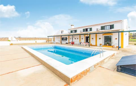 Holiday cottage with 5 bedrooms on 300m² in Bollullos del Condado