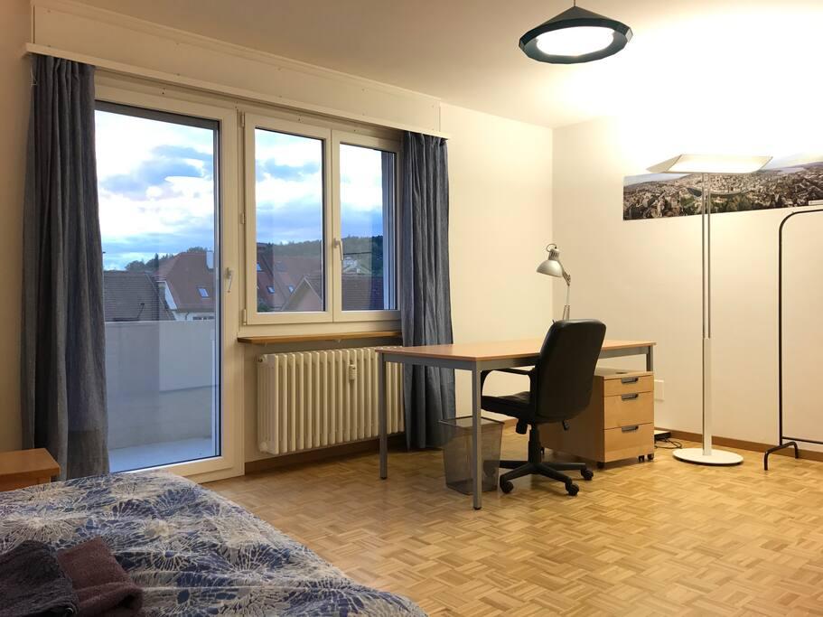 Chambre spacieuse avec balcon appartements louer for Chambre a louer suisse