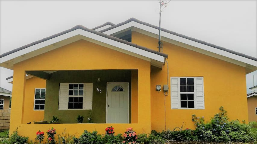 The Perfect Home Away From Home - Salem - Rumah