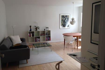 Bright spacious apartment in popular area - København