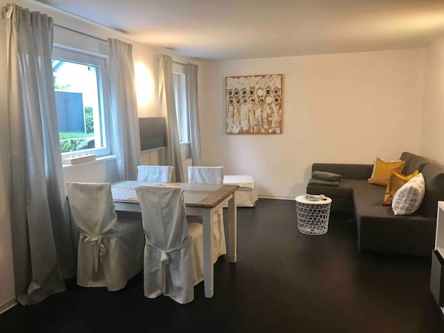 Schöne Wohnung, nahe Messe, Flughafen, Barracks