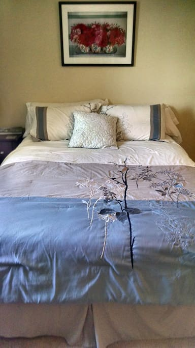 Your choice: feather or fiber filled pillows, or both!