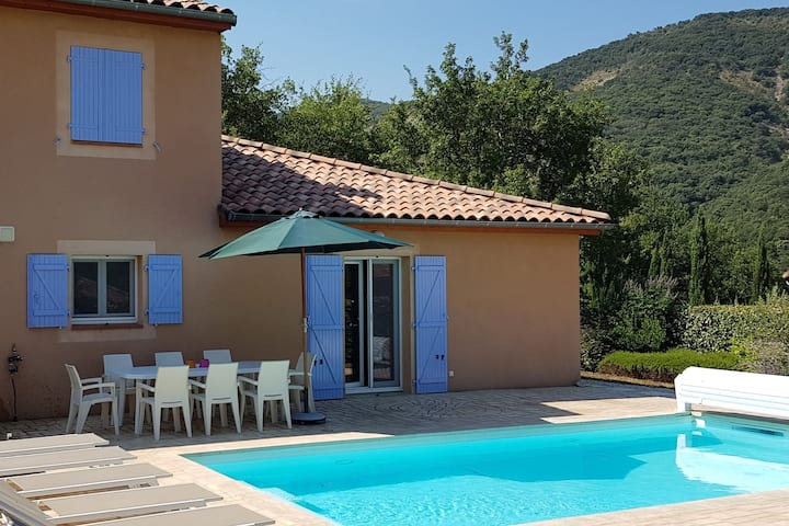 Elegant Villa in Les Mazes with Swimming Pool