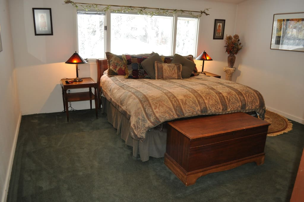 Master suite has flat screen tv and private bath with jacuzzi tub.