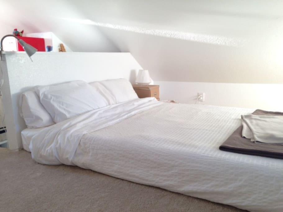 King memory foam bed