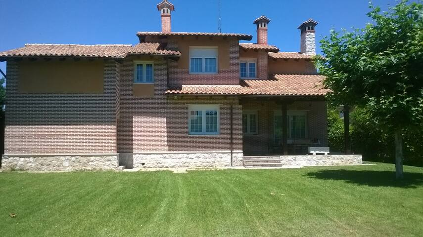 Chalet independiente con piscina - Tudela de Duero