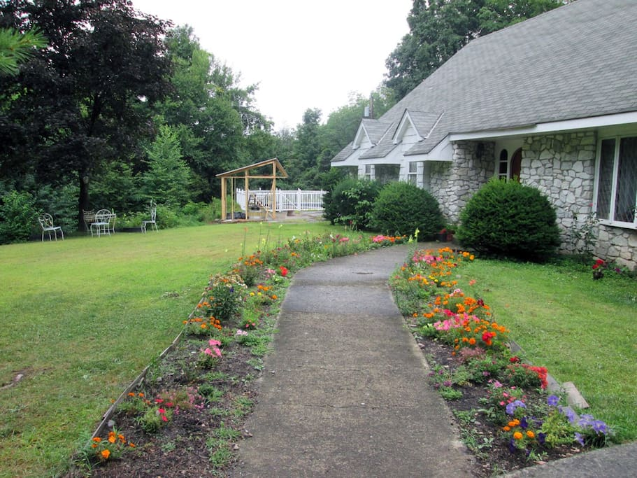 Mountain Home Surrounded by Gardens and Woods - 4 Bedrooms, 2 Baths -Meals and private Bath Available
