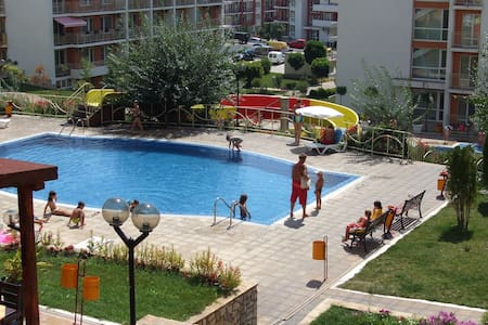 1 Bed apartment with terrace overlooking the pool