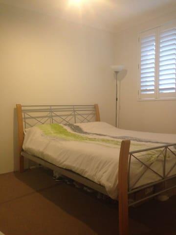Bed 1 - queen bed