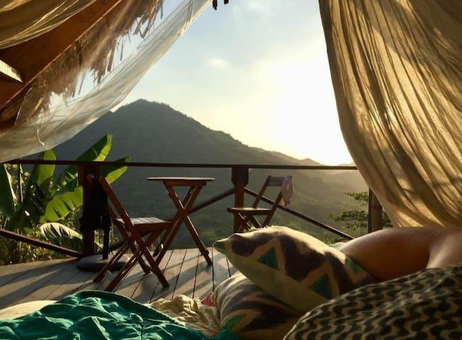 Casa Luna. Open air bathroom. Spectacular view. Private double jungle hut.