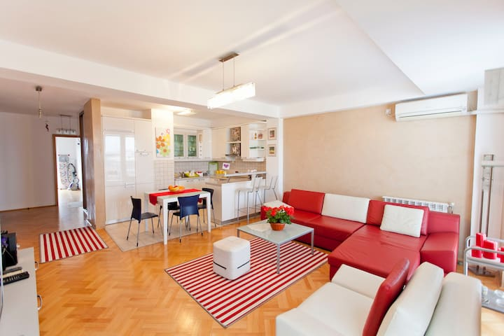 Red apartment / Exclusive apartment Skopje Center