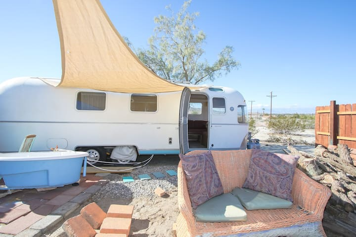 dream in an airstream retreat $39up PET FRIENDLY - Sky Valley - Wóz Kempingowy/RV