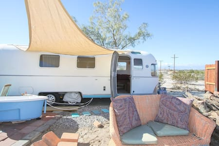 dream in an airstream retreat $39up PET FRIENDLY - Sky Valley - Wohnwagen/Wohnmobil