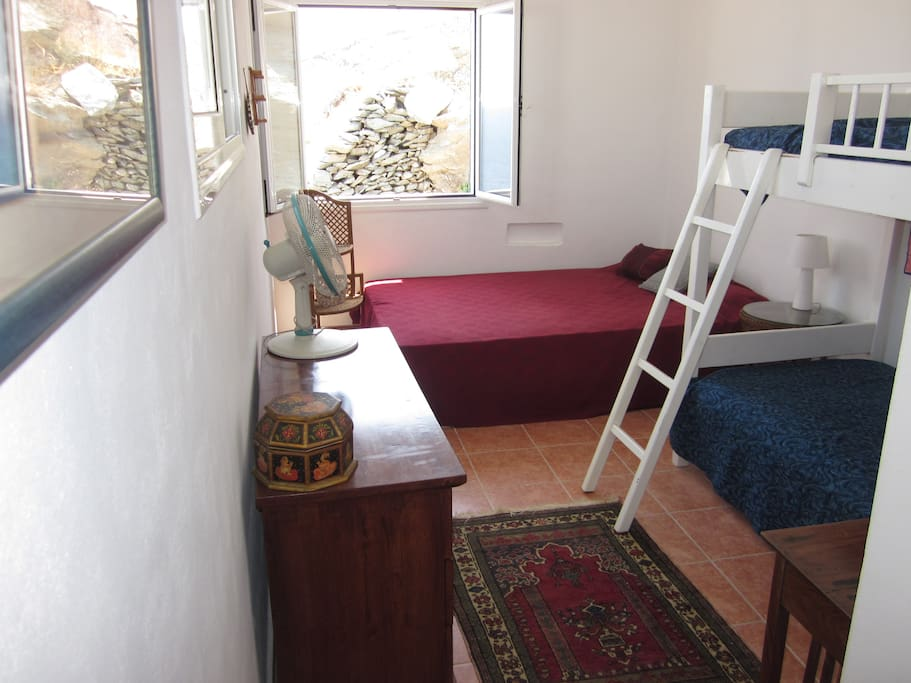 Bedroom sleeps 4