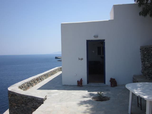 Guesthouse on the Aegean Sea - Kalo Livadi - Hus