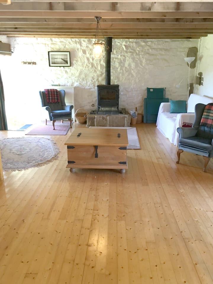 Casa con 2 stanze a Plounérin, con accesso alla piscina, giardino attrezzato e WiFi
