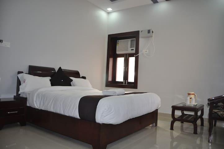 Hotel Krishna Ji - Haridwar - Гестхаус