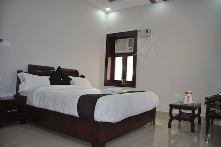 Hotel Krishna Ji - Haridwar - Gistiheimili