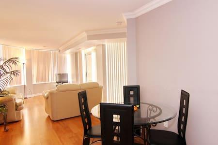 ***2BR Furnished Suite - Downtown Mississauga - Mississauga - Társasház
