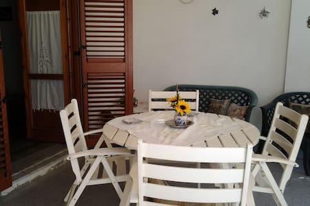 villa a 100 passi dal mare - Saponara