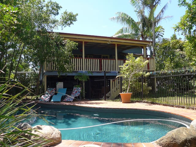 Oasis in the city. Garden with pool. Queenslander. - Cannon Hill - Hus