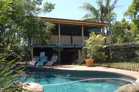 Oasis in the city. Garden with pool. Queenslander. - Cannon Hill - House