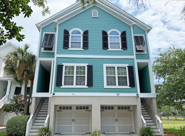 Sparkling townhome with river/marsh views and community pool/pier!
