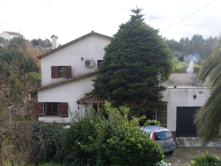 Sardoal(Andreus) 2 quartos em Moradia