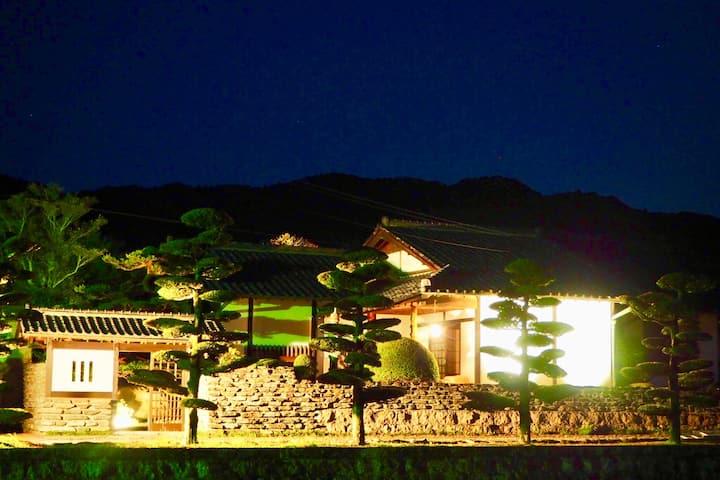宿屋昭 【SHO Inn】完全一棟貸切宿[日本庭園付]・隣に魚国(飲食店)