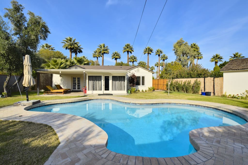 Palmcroft pool gorgeous 4br a location houses for - Houses to rent in uk with swimming pools ...