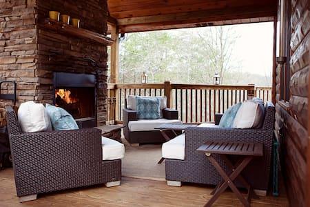 Southfork Lodge - Spectacular Blue Ridge Cabin