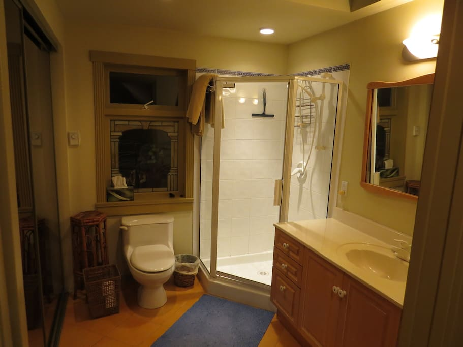 Full four piece bathroom