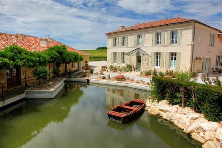 B&B best South -West France ! - Saint-Maigrin - Bed & Breakfast