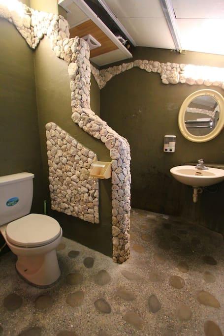 乾溼分離的浴室