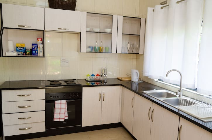 ☆ Modern 5 Star Apartment, near East Park Mall ☆
