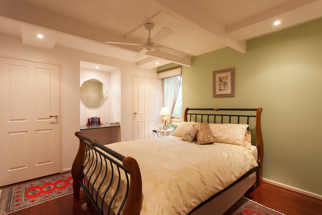 Large private room with ensuite & very comfortable queen size bed.
