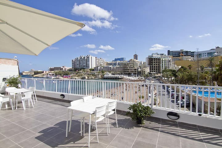 Seafront Studio with Balcony in St George's Bay