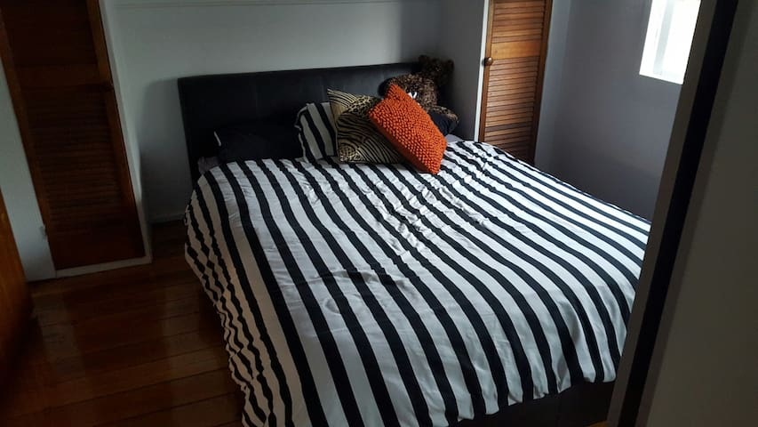 Fully furnished home away from home. - North Ipswich