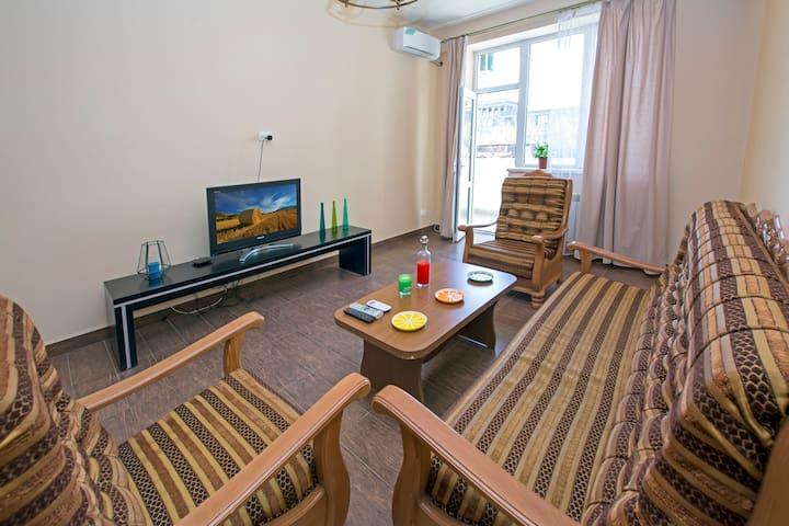 Comfort 1 Bedroom Apartment on Aram St.