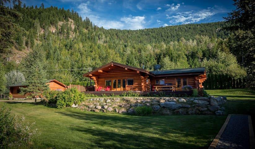 Lakefront log home summer vacation paradise!