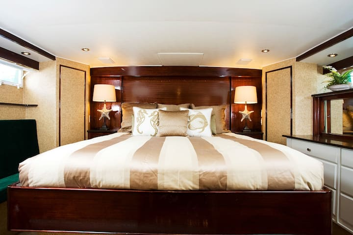 Sleep like a Hollywood Star in a Yacht on the Sea!