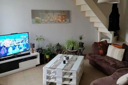 Maison dans un beau petit village - Laroque-Timbaut - Casa