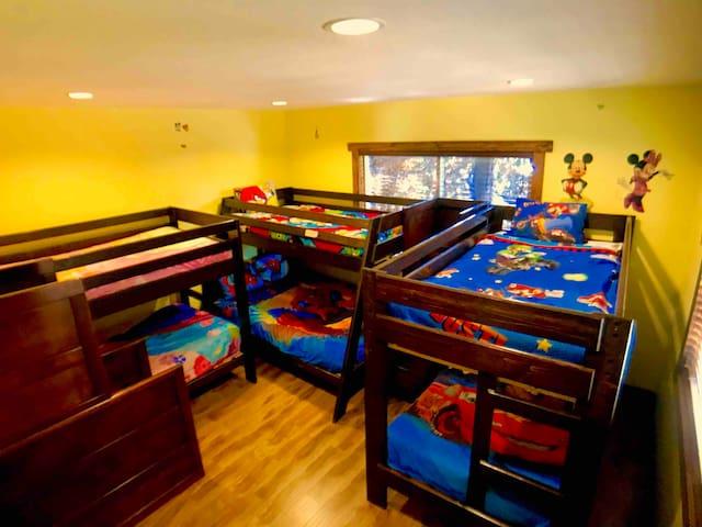 Bedroom 4 Kids/ Adult bunk ( reinforced)