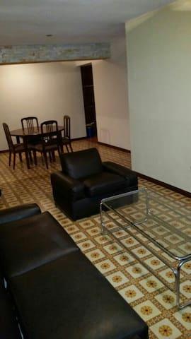 los Palos Grandes. Seguro y cómodo - Caracas - Byt
