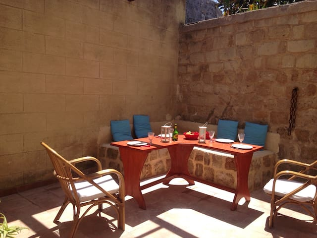 medieval city center with patio,Wi-fi,TV, - Rodes - Casa