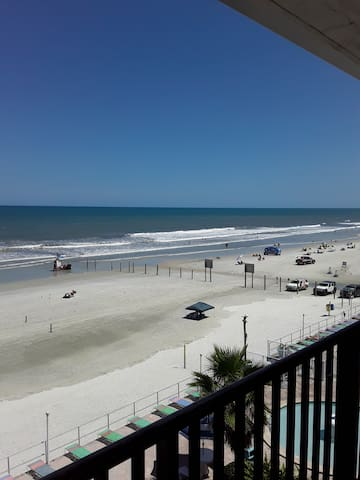 Beautiful direct view of Daytona beach