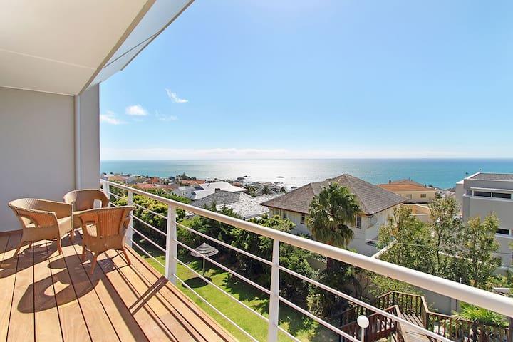 Luxury top floor apartment, amazing views and pool